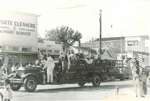1950 Parade Black & White